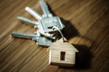 Los españoles compramos vivienda a la tercera mudanza